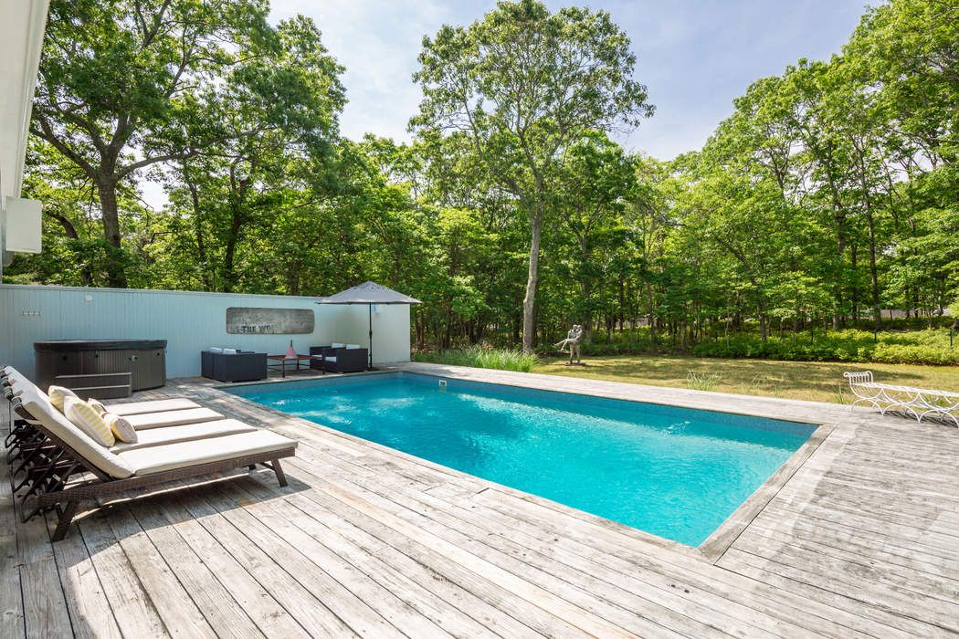 102 Talmage Farm Lane East Hampton, NY 11937