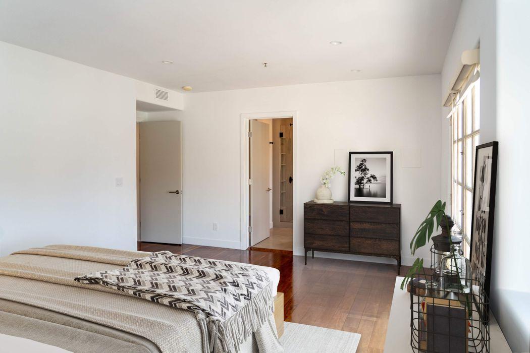 2222 Neilson Way #202 Los Angeles, CA 90405
