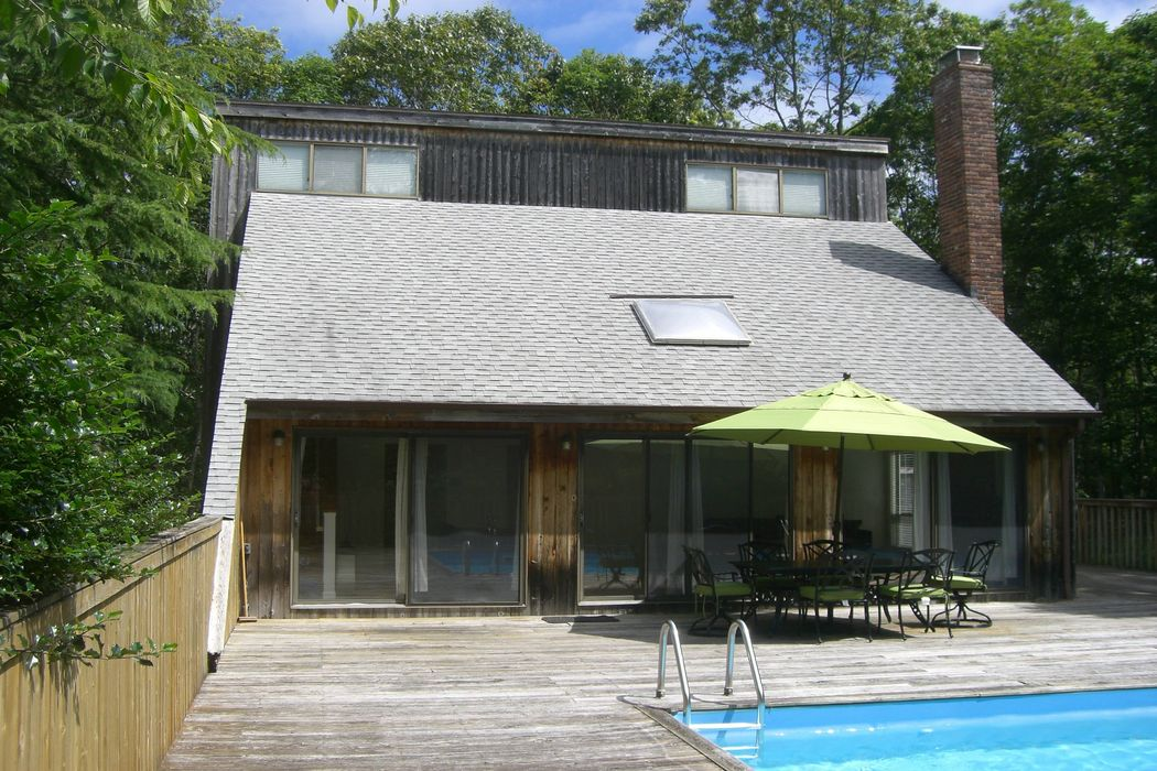 Simple and Easy- Close to Bay Beach Southampton, NY 11968