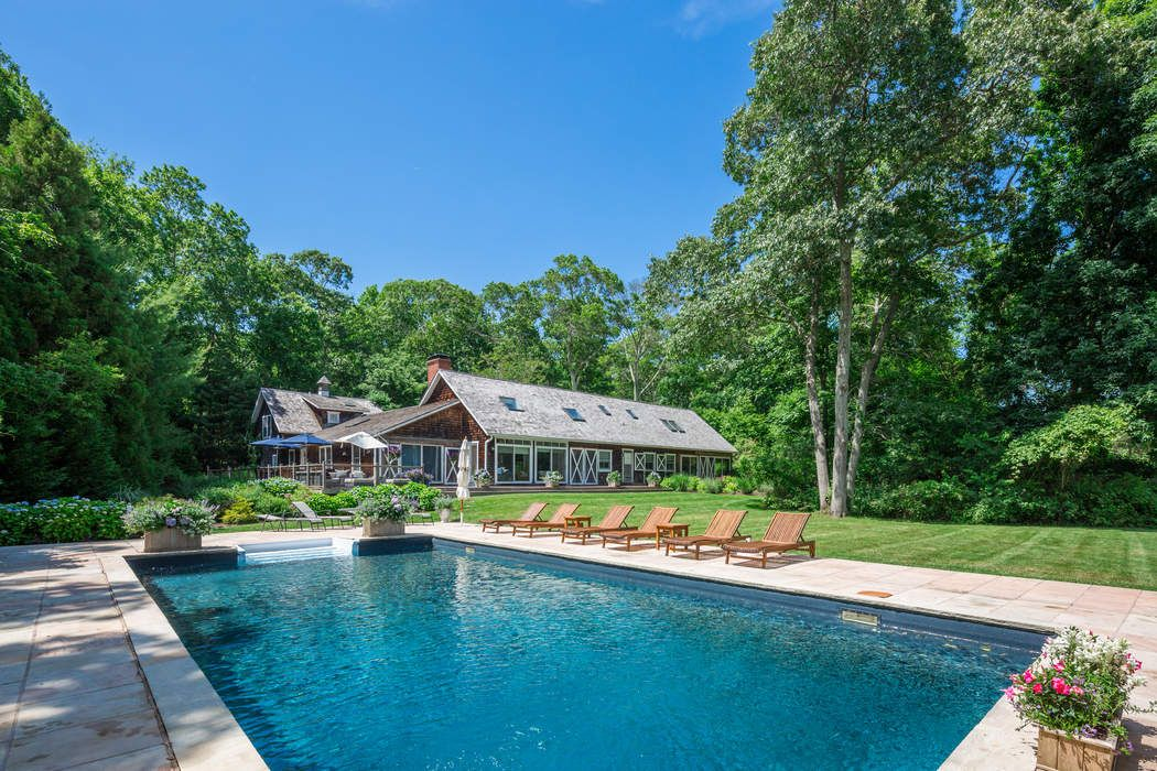 Barn-Style Perfection with Pool  East Hampton, NY 11937
