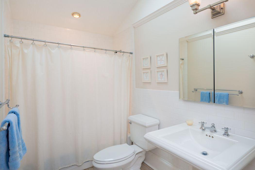 21 Platt Terrace Southampton, NY 11968