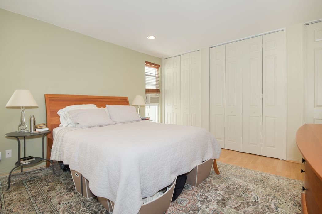 11789 Montana Avenue #15 Los Angeles, CA 90049
