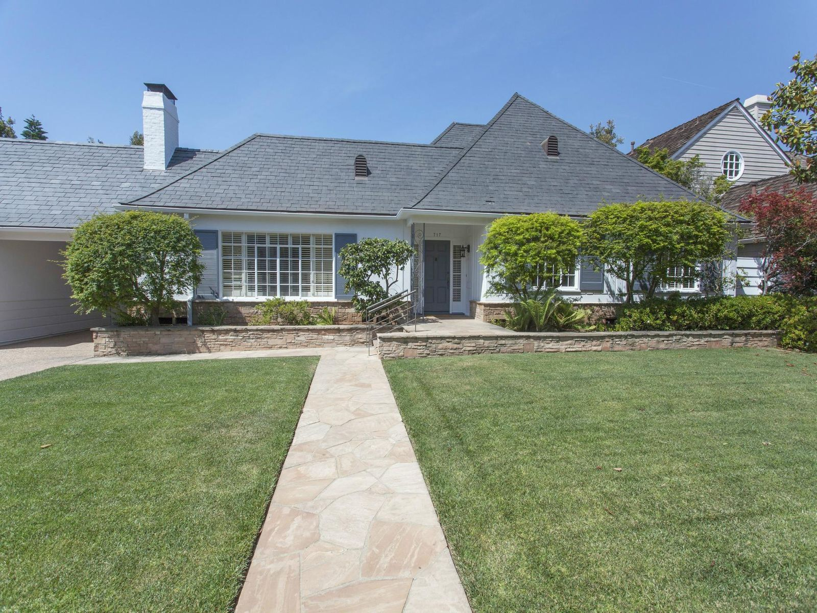 Huntington Beauty, Pacific Palisades CA Single Family Home - Los Angeles Real Estate