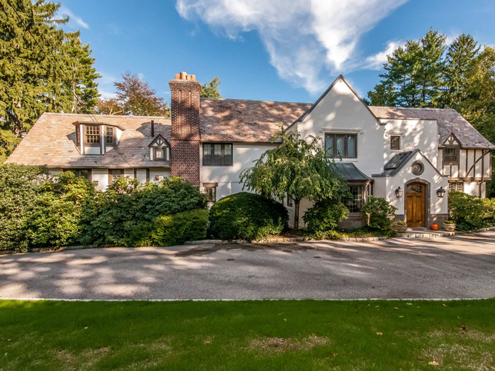Near Town Manor House with Cottage, Greenwich CT Single Family Home - Greenwich Real Estate
