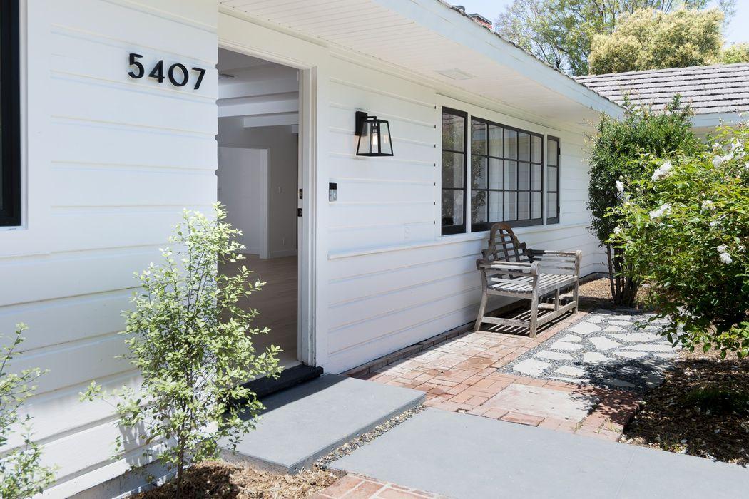 5407 Wilbur Avenue Tarzana, CA 91356