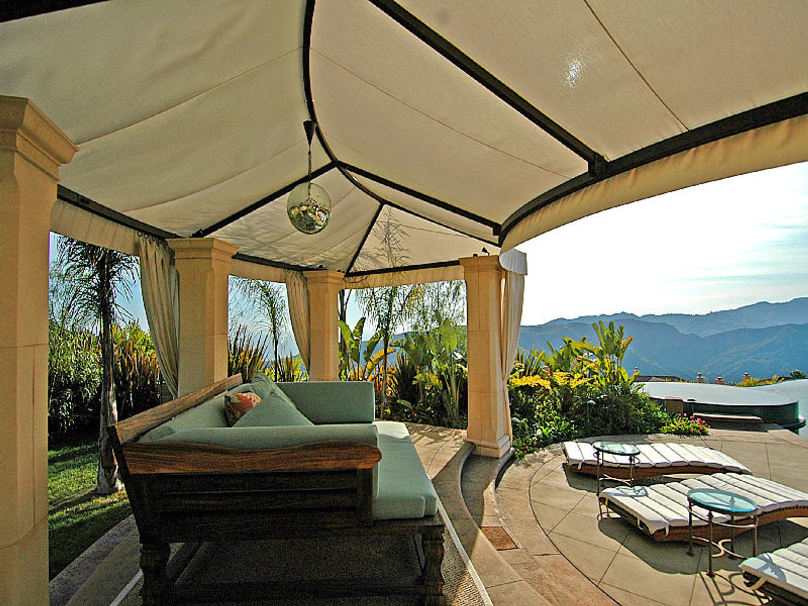 Villa Extraordinaire