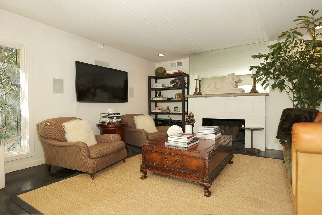 11363 Waterford Street Los Angeles, CA 90049