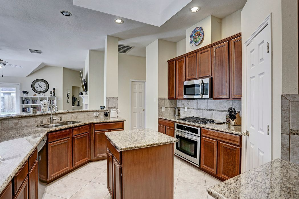 11404 Easton Springs Drive Pearland, TX 77584