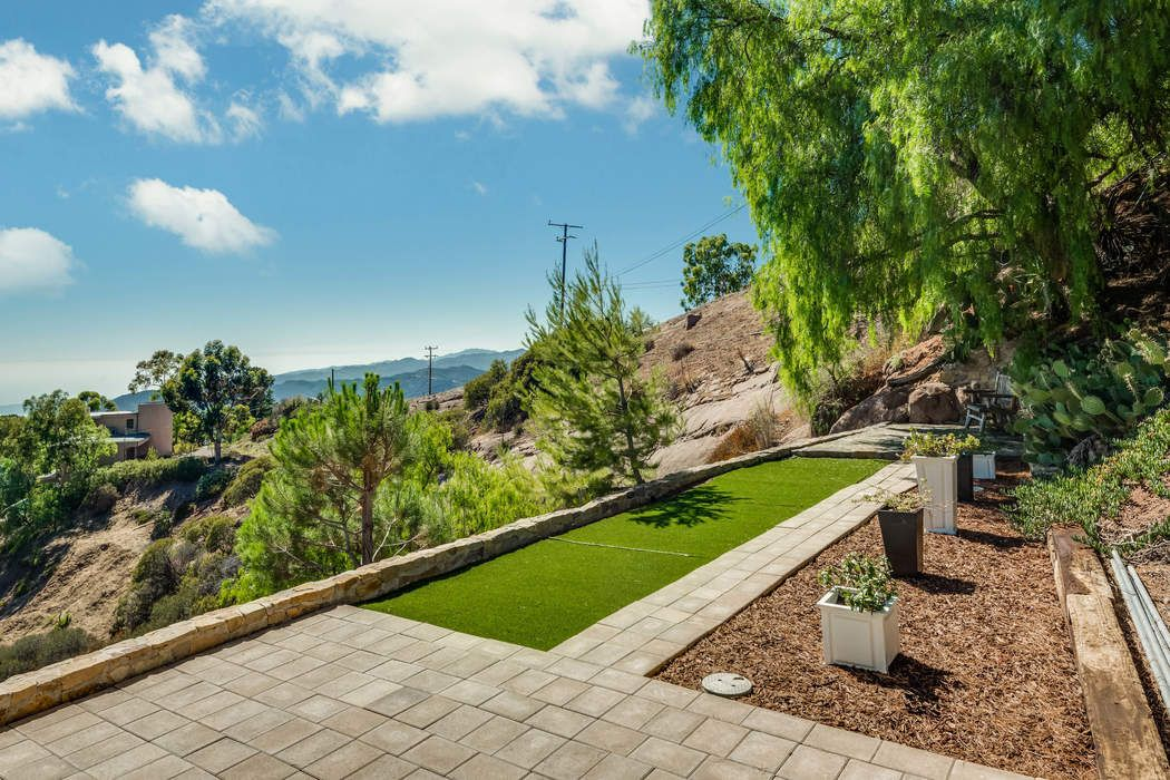 24730 W Saddle Peak Rd Malibu, CA 90265