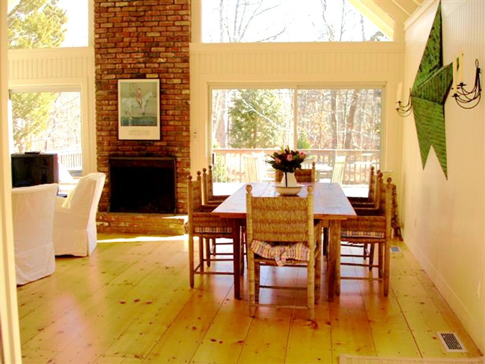 Minutes to the Beach , East Hampton NY Single Family Home - Hamptons Real Estate