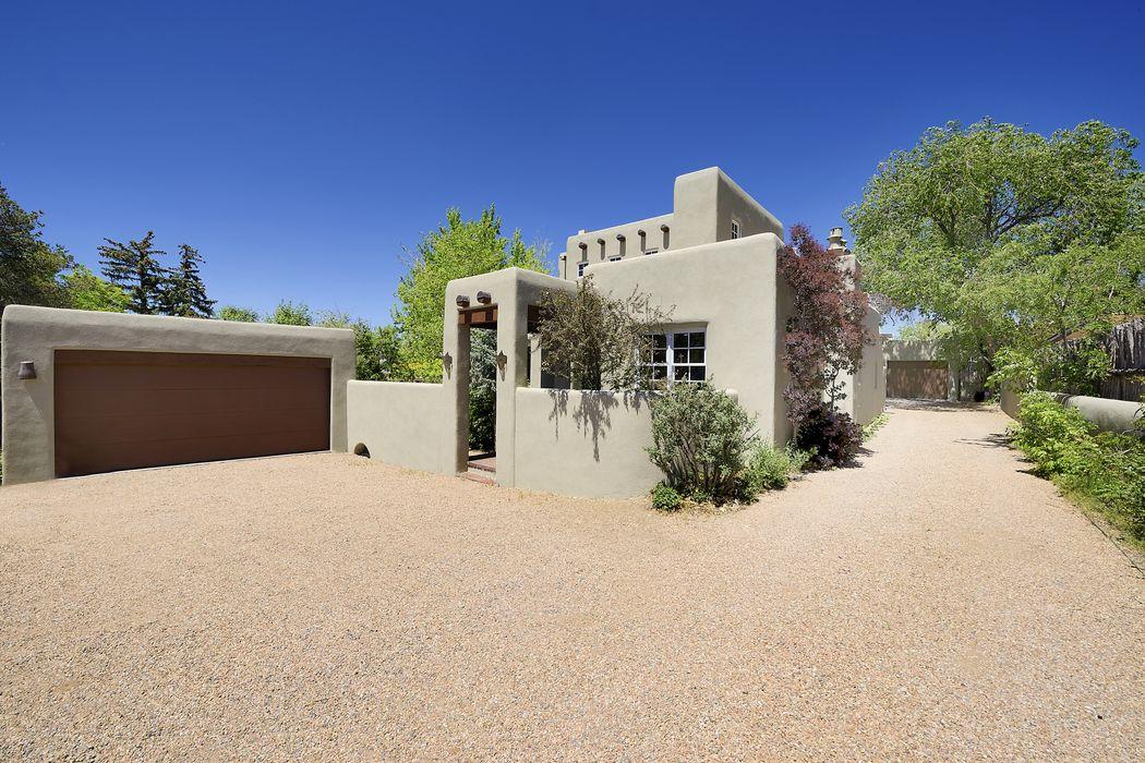 220 A Artist Road Santa Fe, NM 87501