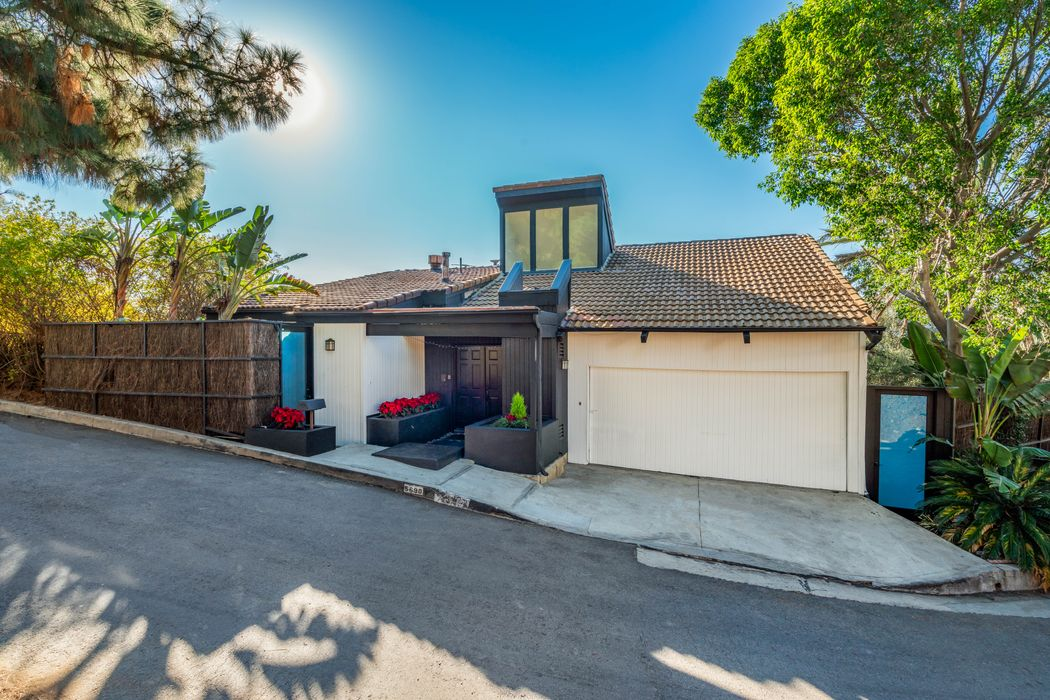 5690 Hill Oak Drive Los Angeles, CA 90068