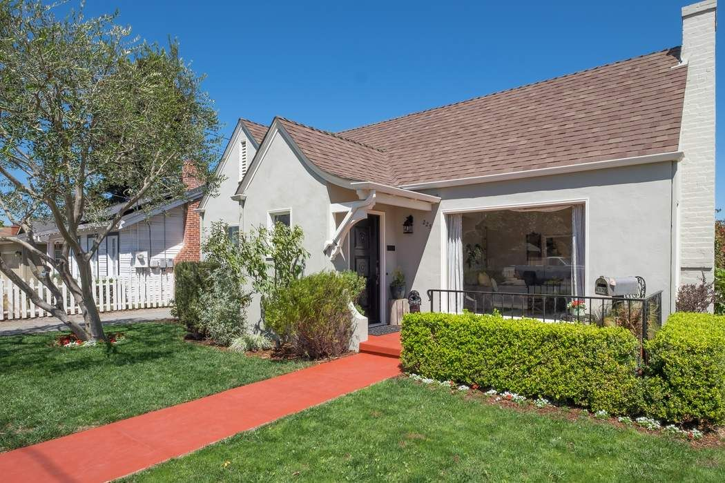 Nicely Remodeled Home in Maple Park