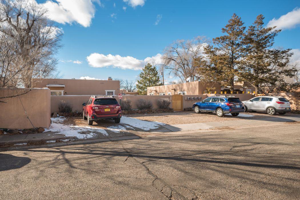 524 Onate Place, Unit B Santa Fe, NM 87501
