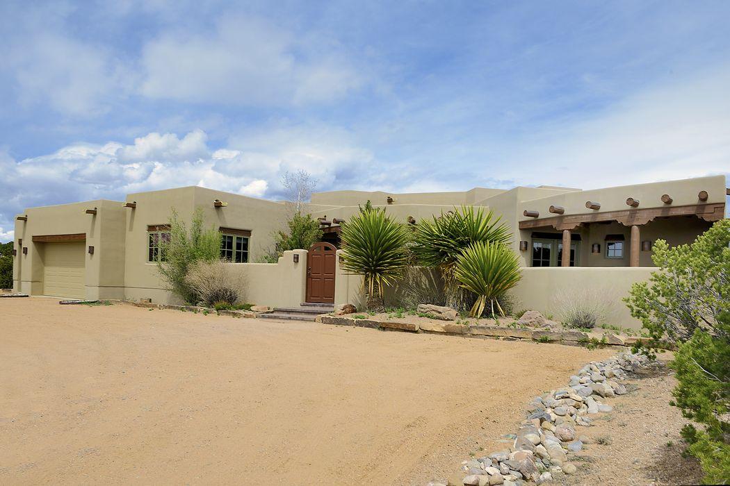 166 Sunflower Drive Santa Fe, NM 87506
