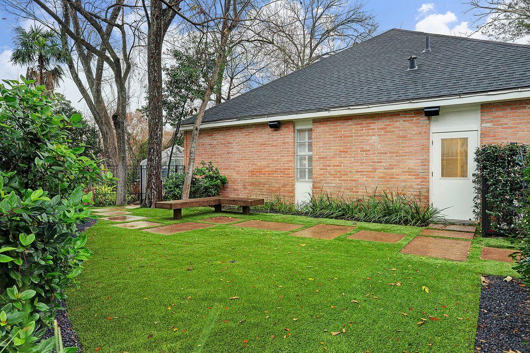 210 Pine Hollow Lane Houston, TX 77056