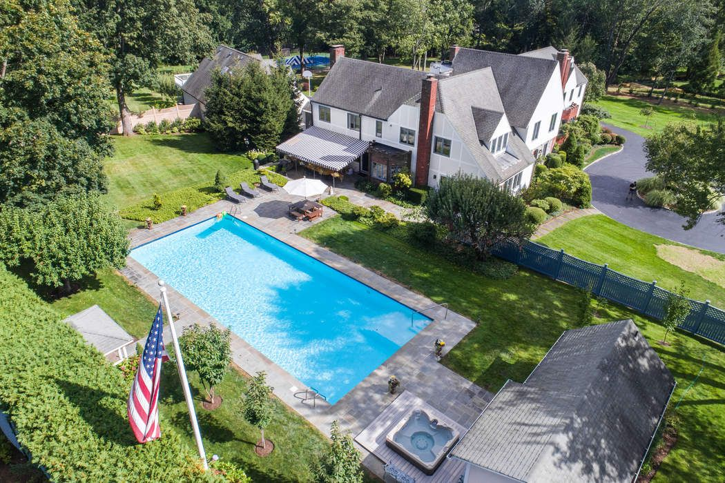 Crown Pools Inc: 18 Crown Lane, Greenwich, CT 06831