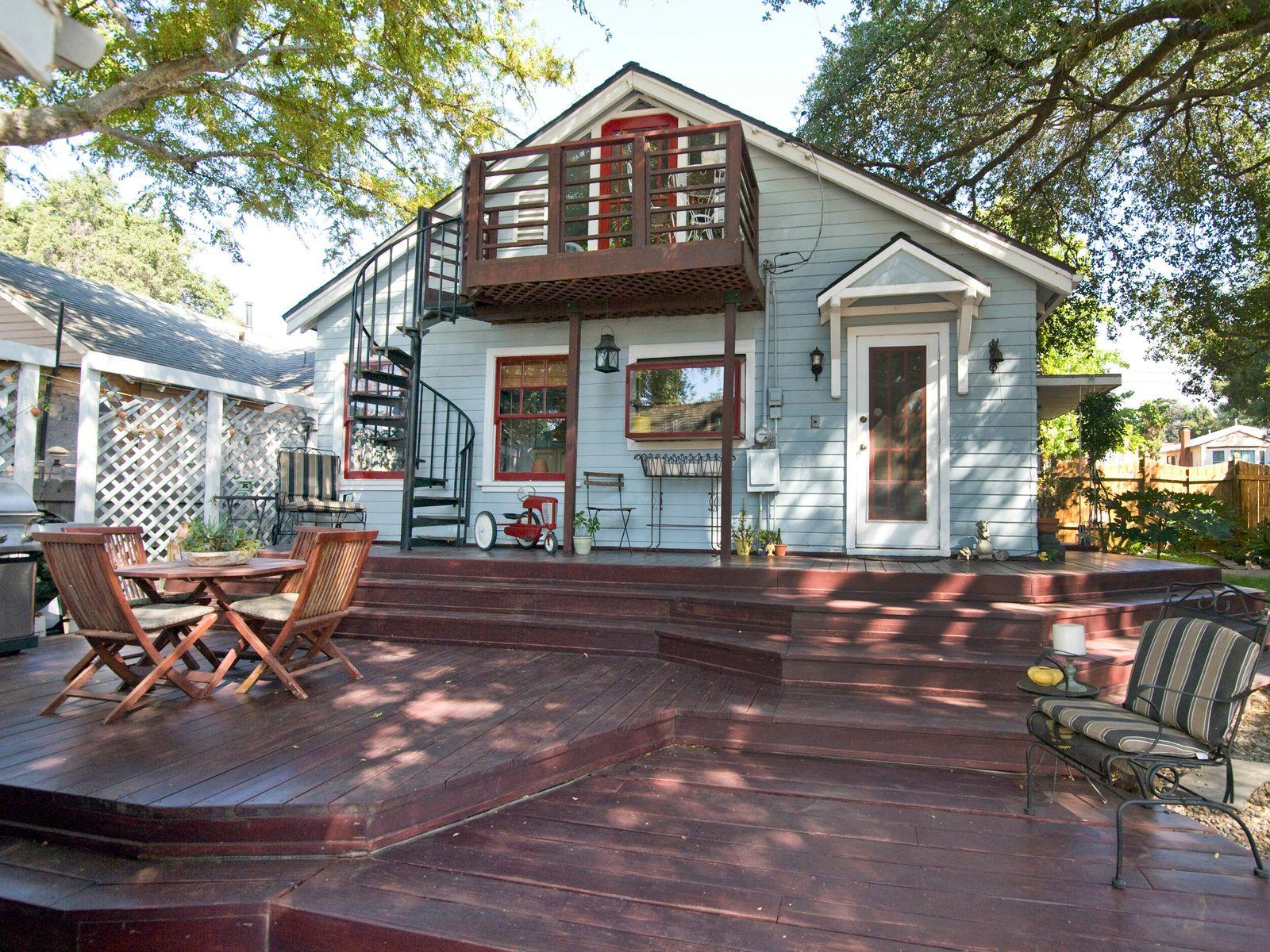 232 West Mariposa Street