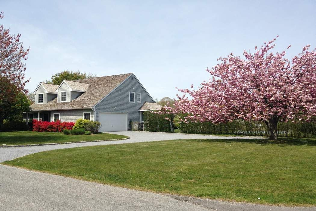 Bridgehampton Close to Town