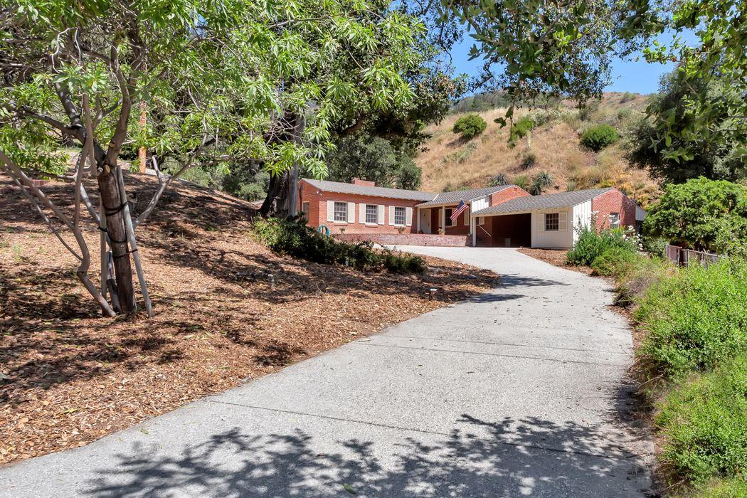 1326 Opechee Way Glendale, CA 91208