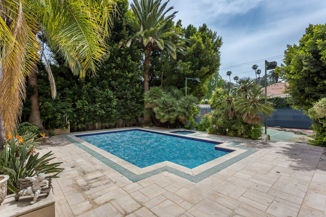 933 North Rexford Drive Beverly Hills, CA 90210