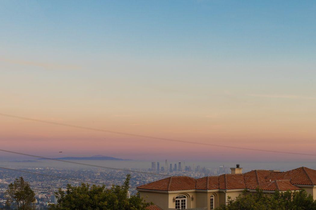 2457 Solar Drive Los Angeles, CA 90046