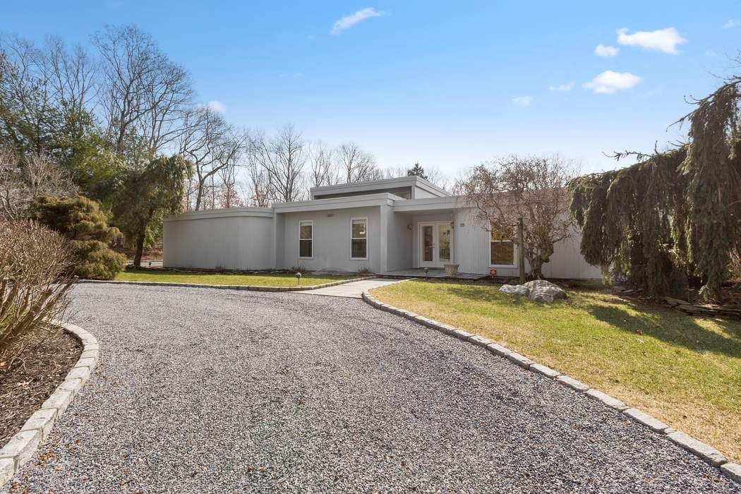 BEST NEW OFFERING WITH TENNIS Water Mill, NY 11976