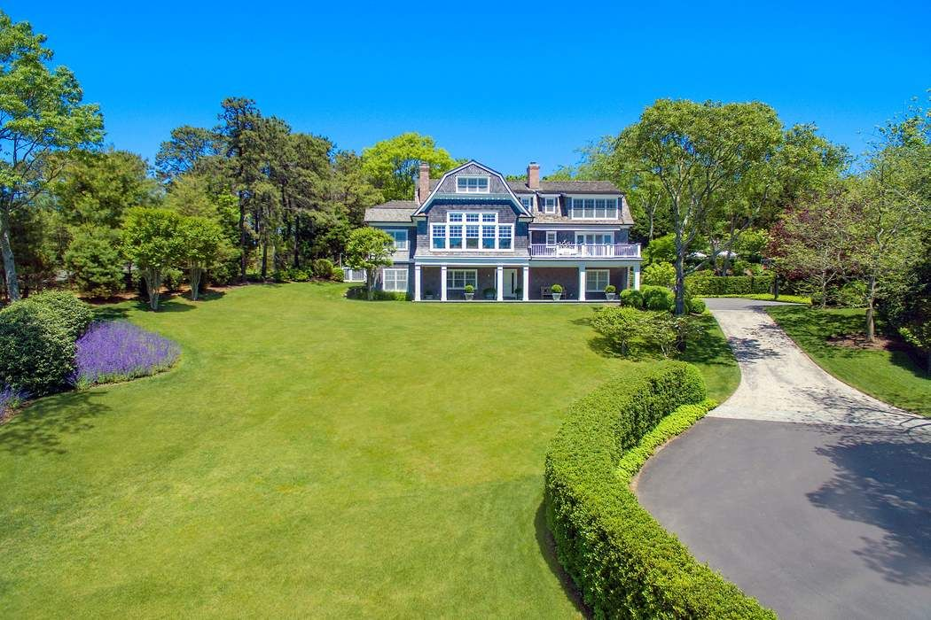 64 And 65 Westway Dr Southampton, NY 11968