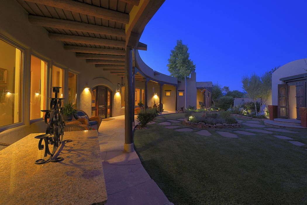 16 East Golden Eagle Road Santa Fe, NM 87506
