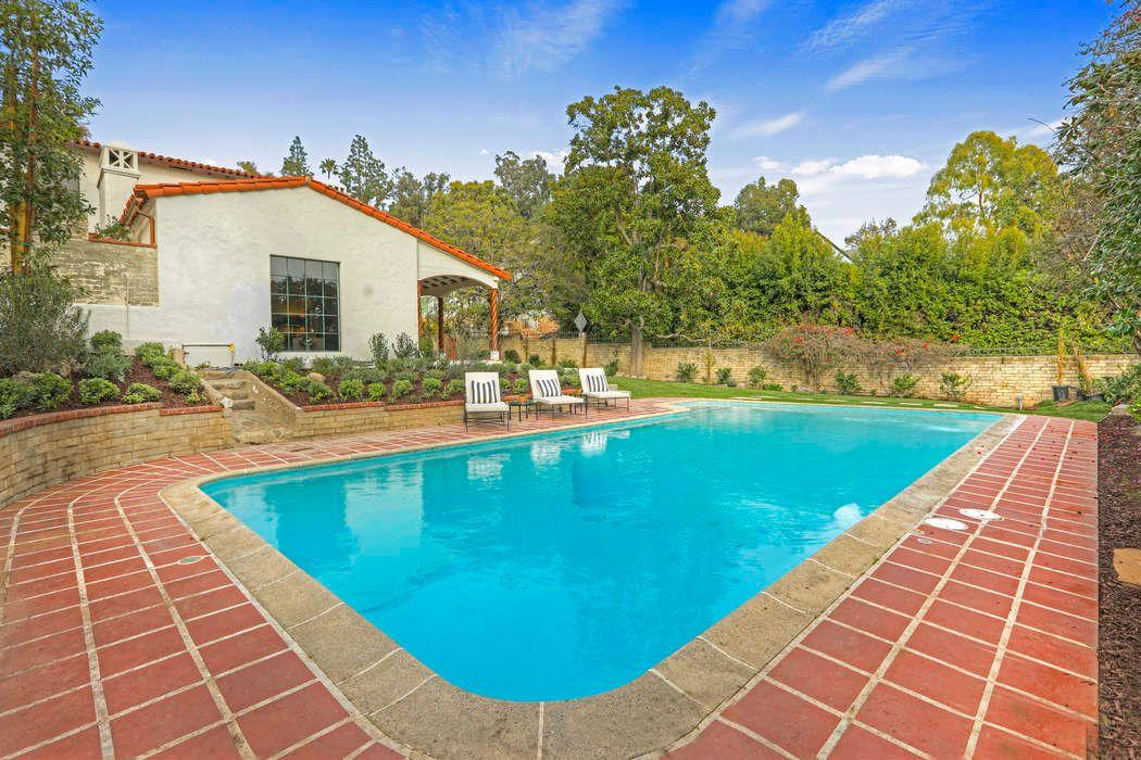 4953 Cromwell Avenue Los Angeles, CA 90027