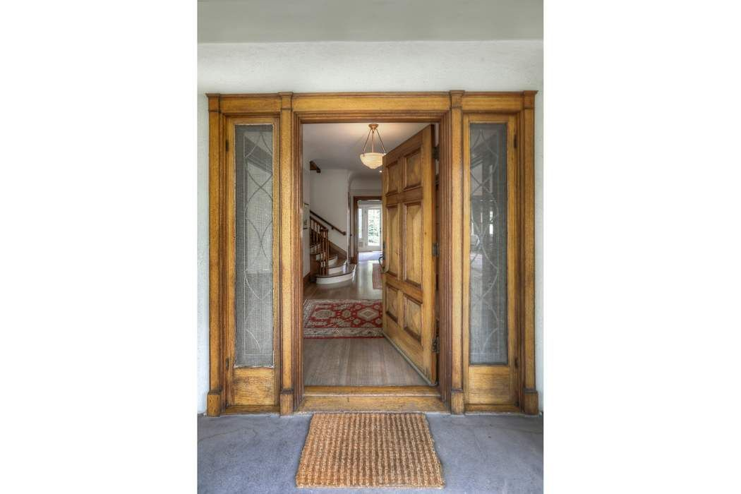 1946 North Oxford Avenue Los Angeles, CA 90027