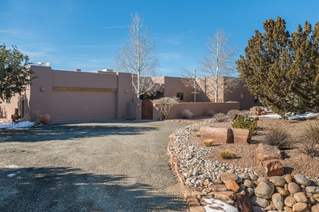 7 Vista Valle Grande Santa Fe, NM 87506