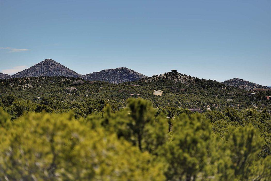 15 Cielo Cumbre Road Santa Fe, NM 87505