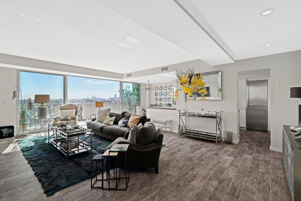 818 Doheny Drive West Hollywood, CA 90069