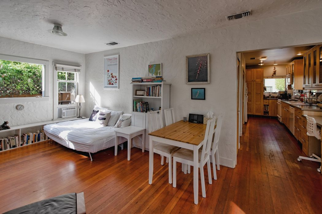 2351 Ocean Avenue Venice, CA 90291