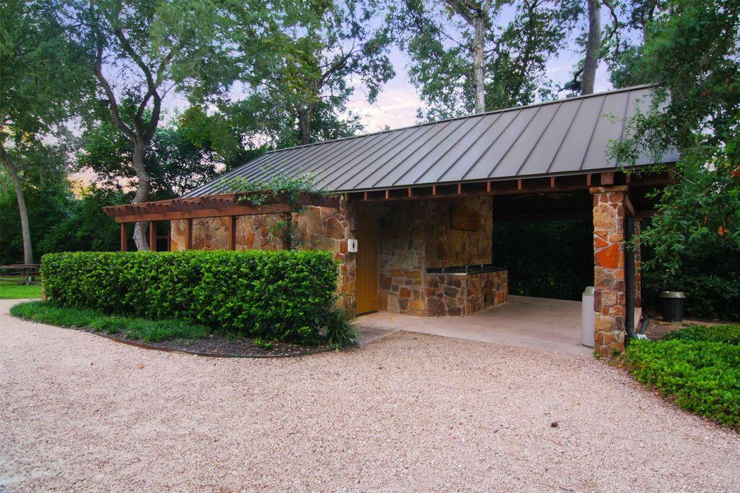 25 Robinlake Lane Houston, TX 77024