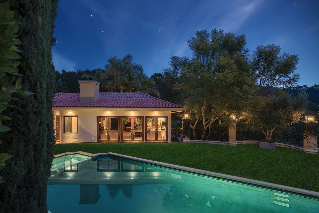 9635 Cedarbrook Drive Beverly Hills, CA 90210