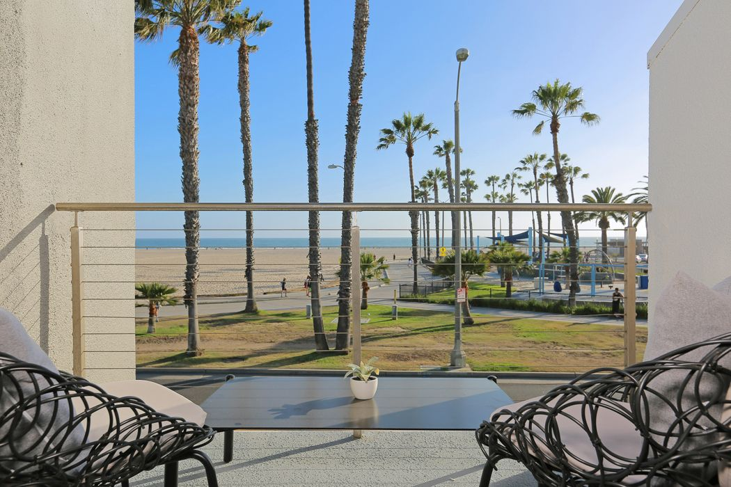 4 Sea Colony Drive Santa Monica, CA 90405