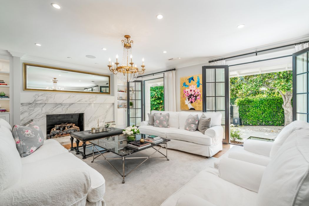 1960 Coldwater Canyon Drive Beverly Hills, CA 90210
