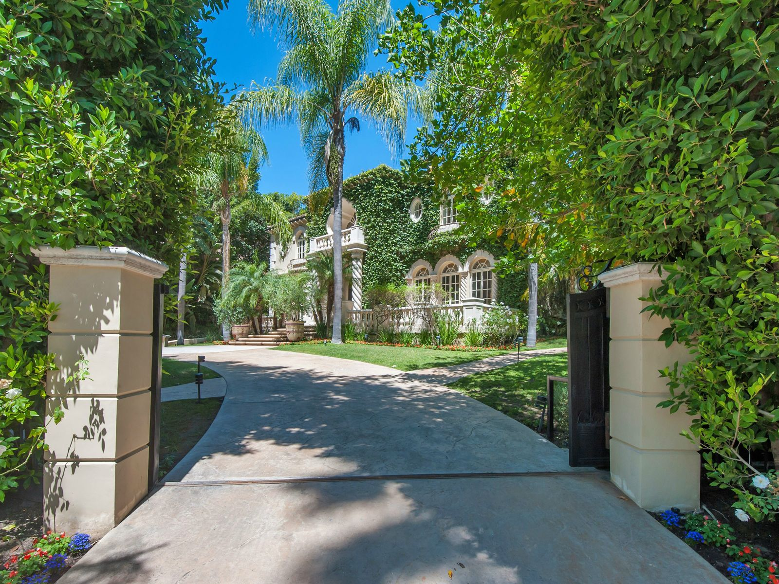 Timeless and Sophisticated Villa, Beverly Hills CA Villa - Los Angeles Real Estate