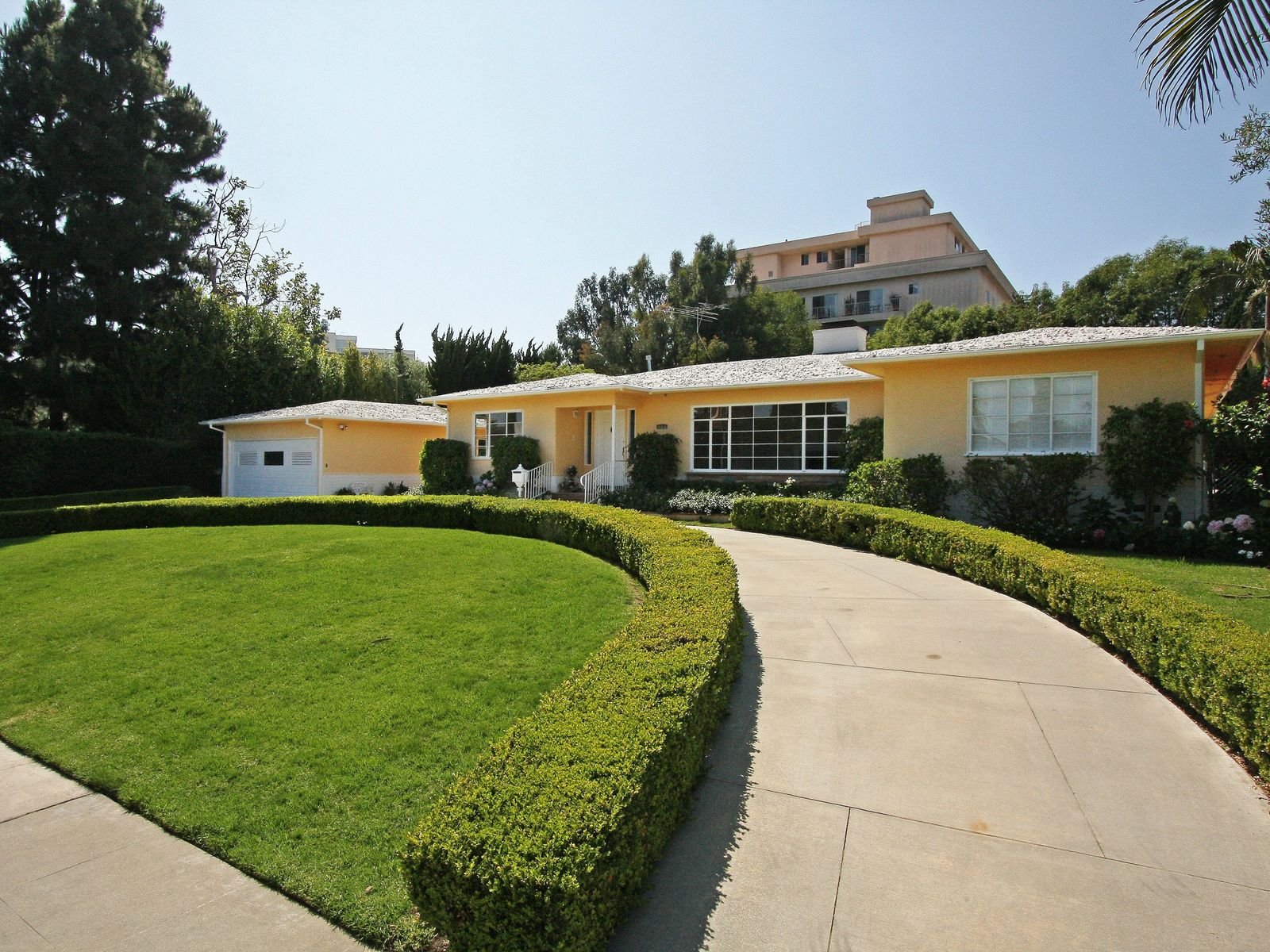 Trophy Location, Santa Monica CA Single Family Home - Los Angeles Real Estate
