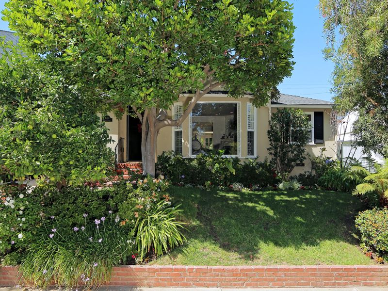 Charming Traditional in Brentwood Glen
