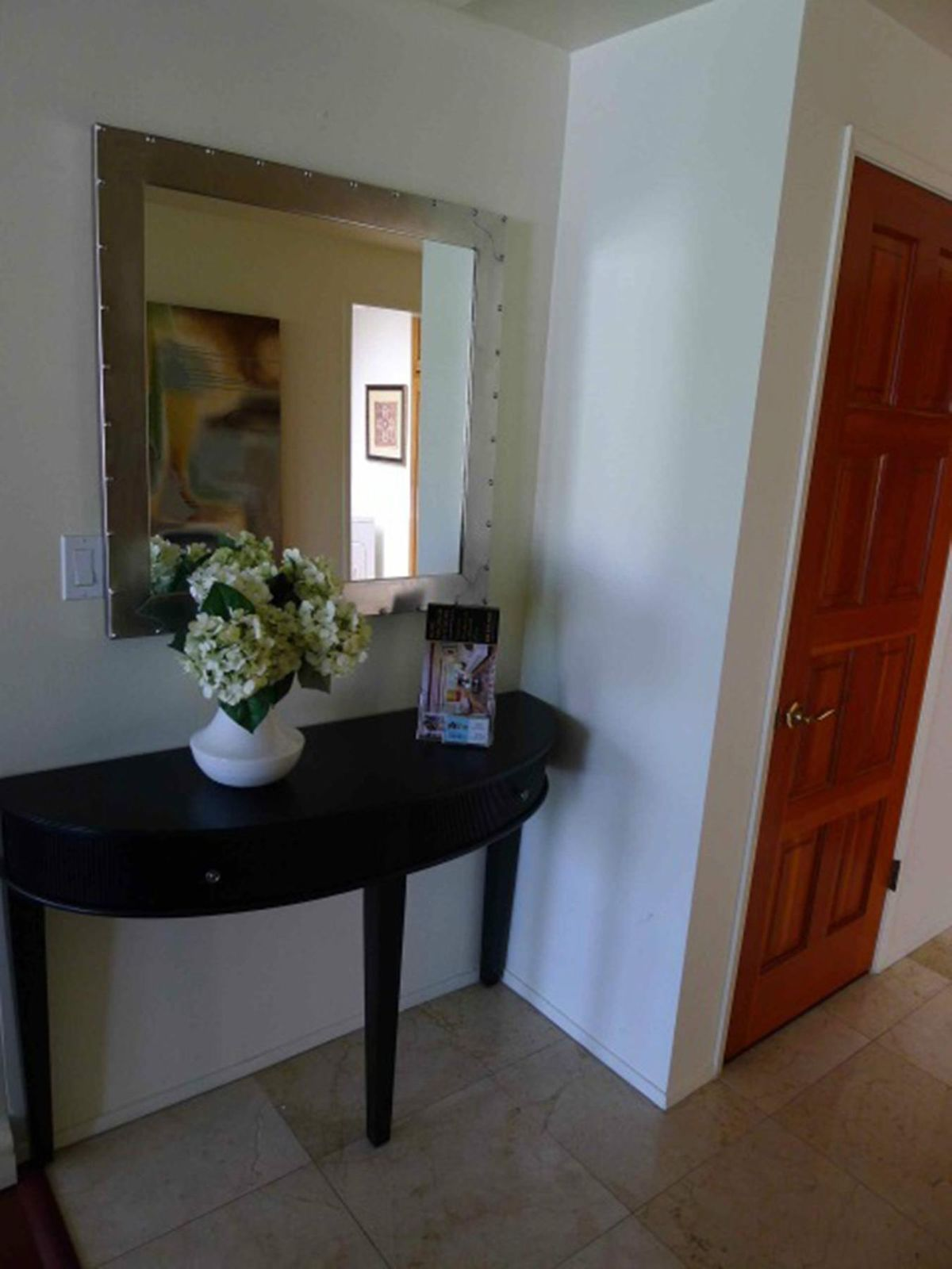 Spacious and Bright Upper Unit
