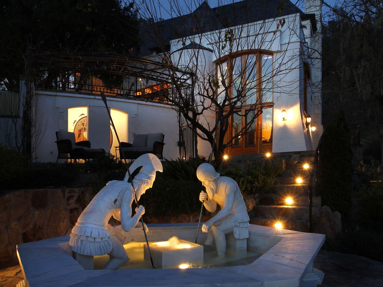 Three dimensional marble fountain.