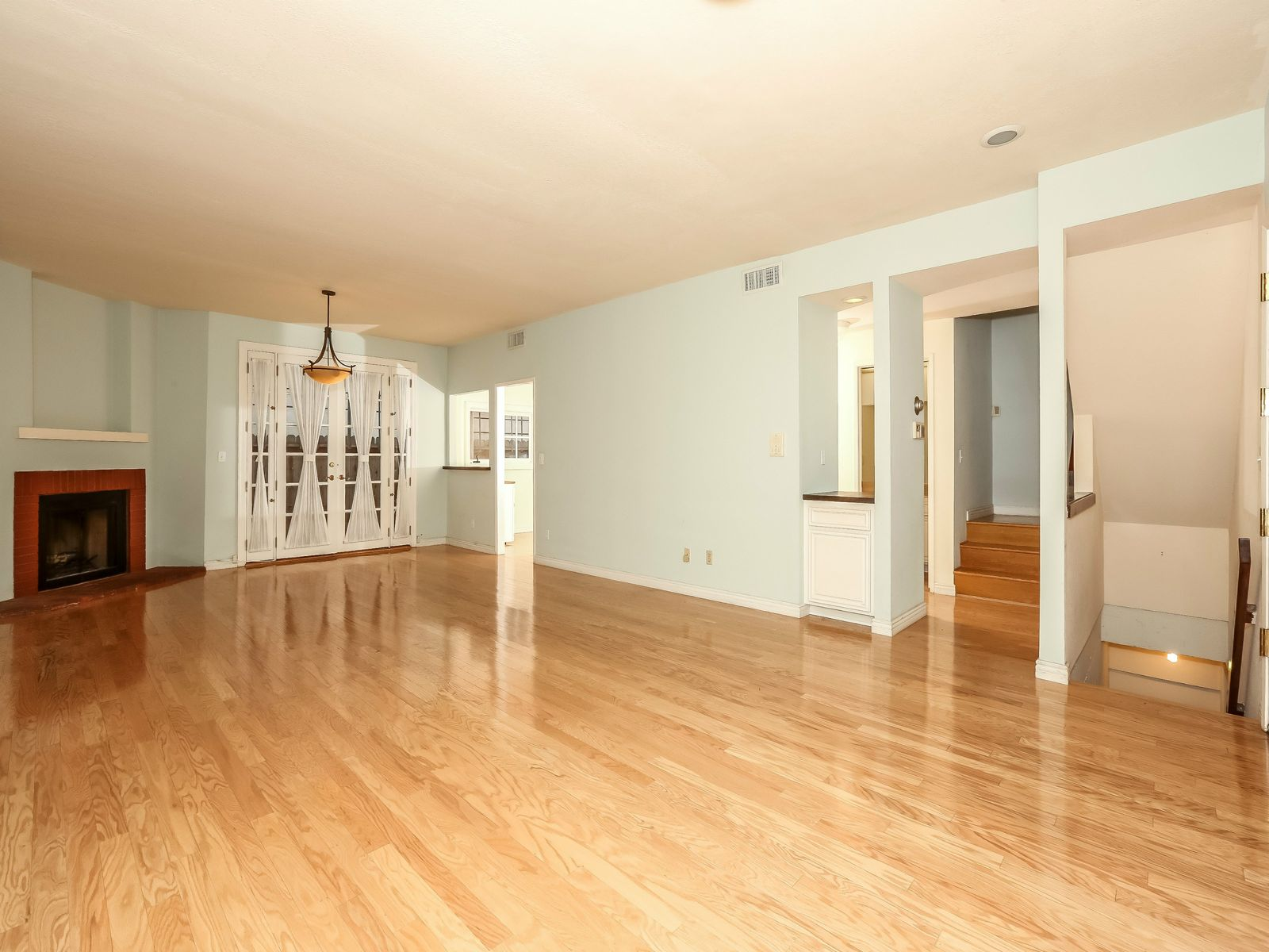 Inviting Townhome in a four unit Bldg.