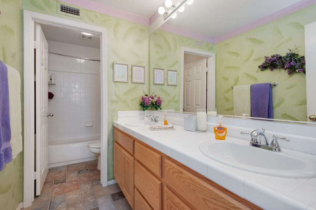 233 Southcrest Place Simi Valley, CA 93065
