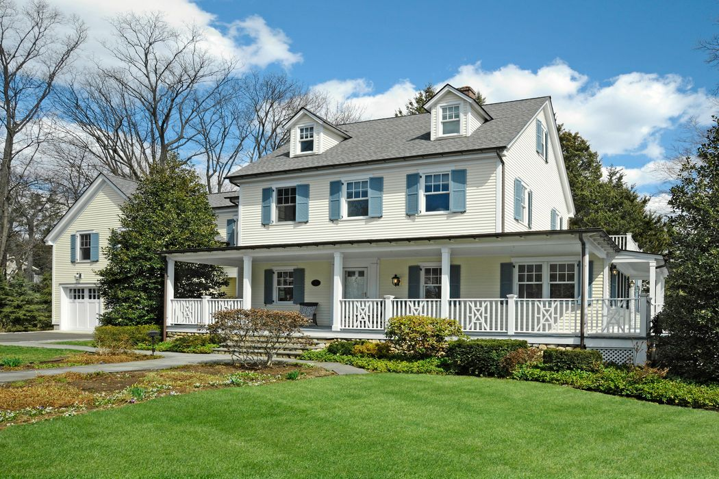 Immaculate Riverside Colonial