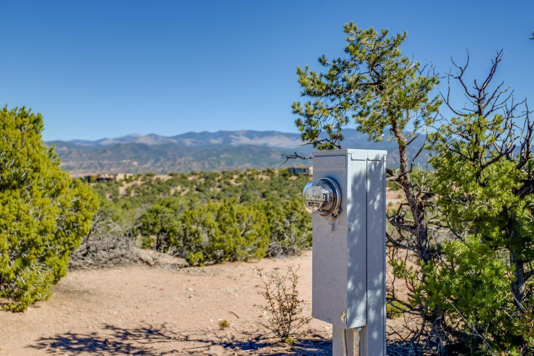 48-B Loma Serena Santa Fe, NM 87501