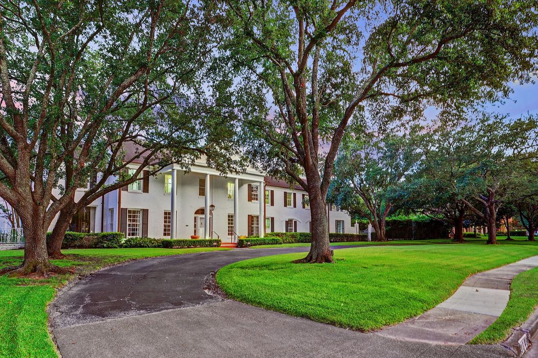 3649 Chevy Chase Drive Houston, TX 77019