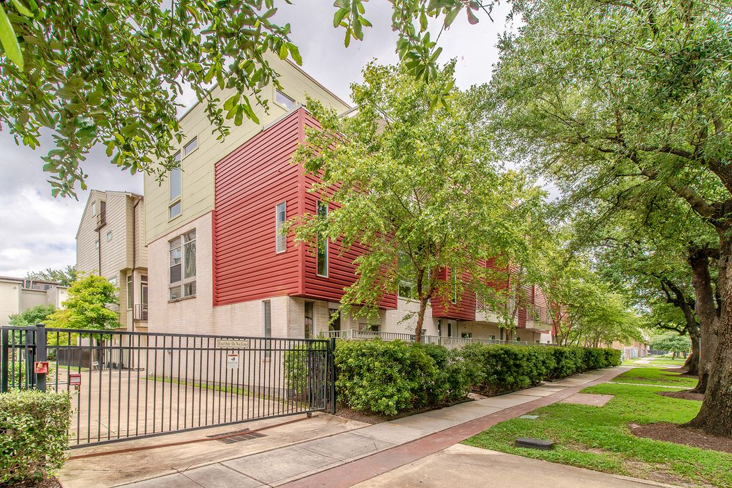 2718 Jackson Street Houston, TX 77004